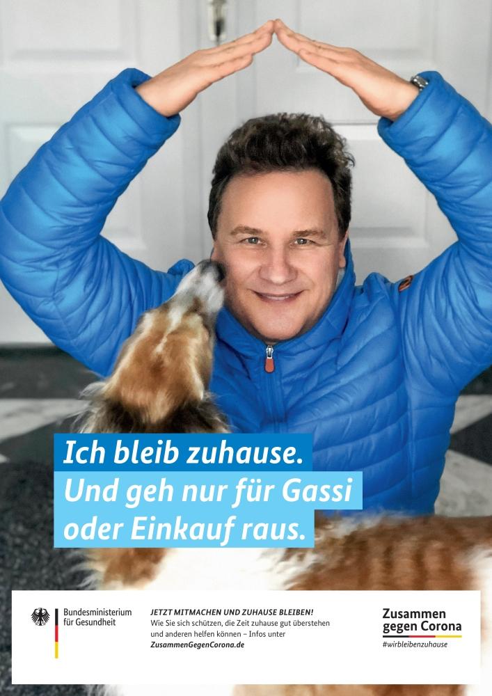 2020_04-09 Zusammen gegen Corona - Guido Maria Kretschmer mit Hund-